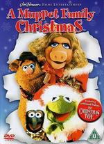 A Muppet Family Christmas[With Toy]