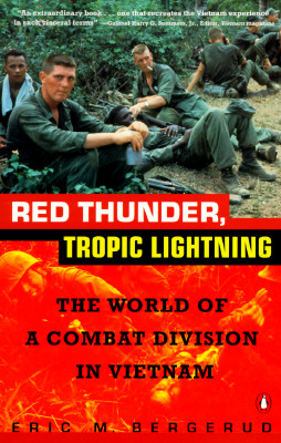 Red Thunder Tropic Lightning: The World of a Combat Division in Vietnam - Bergerud, Eric M