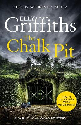 The Chalk Pit: The Dr Ruth Galloway Mysteries 9 - Griffiths, Elly