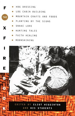 The Foxfire Book: Hog Dressing, Log Cabin Building, Mountain Crafts and Foods, Planting by the Signs, Snake Lore, Hunting Tales, Faith Healing, Moonshining - Foxfire Fund Inc, and Wigginton, Eliot (Editor)