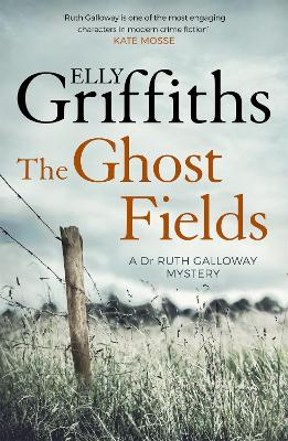 The Ghost Fields: The Dr Ruth Galloway Mysteries 7 - Griffiths, Elly